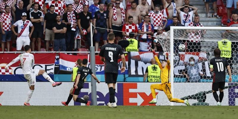 Alvaro Morata scores for Spain against Croatia in the last round